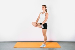 6 ท่า วอร์มอัพ ก่อนลงสนามวิ่ง หรือ ออกกำลังกาย